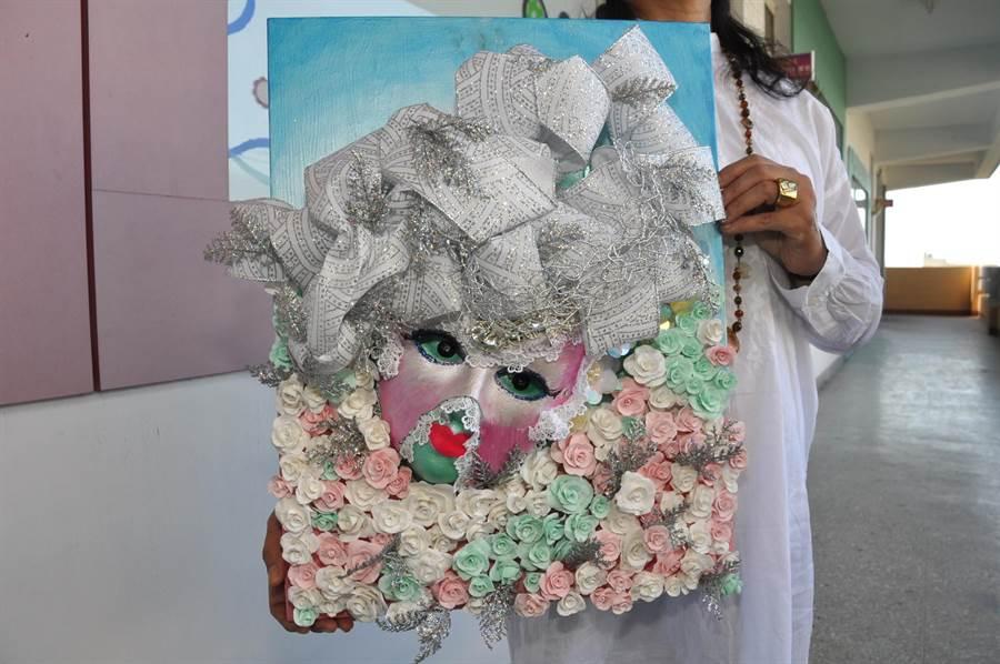 許玉玲使用超輕土做出150朵栩栩如生的玫瑰做裝飾,相當不簡單。(謝瓊雲攝)