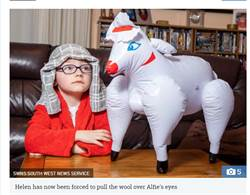 買玩偶羊給兒帶去學校遭退回 媽吹飽氣驚見害羞真相