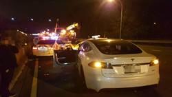 影》台灣首例! 特斯拉高速撞警車 肇事駕駛:有開啟自動駕駛