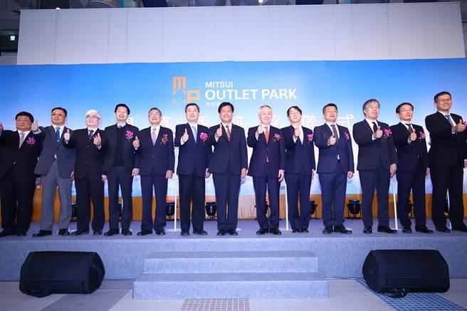 三井OUTLET PARK台中港正式開幕營運,剪綵典禮現場冠蓋雲集。(王文吉攝)