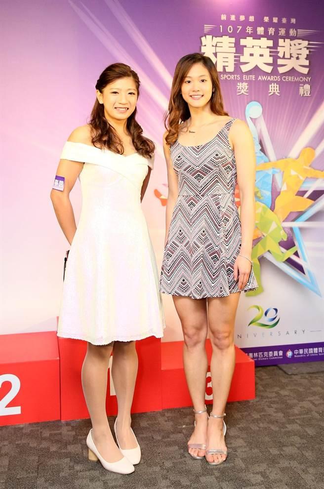 黃亭茵(左)與文姿云的洋裝都展現好身材與氣質。(體育署提供)