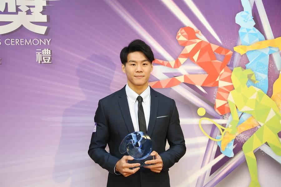 亞運勇奪1金1銀的體操唐嘉鴻,獲選107年體育運動精英獎最佳精神獎殊榮。(李弘斌)