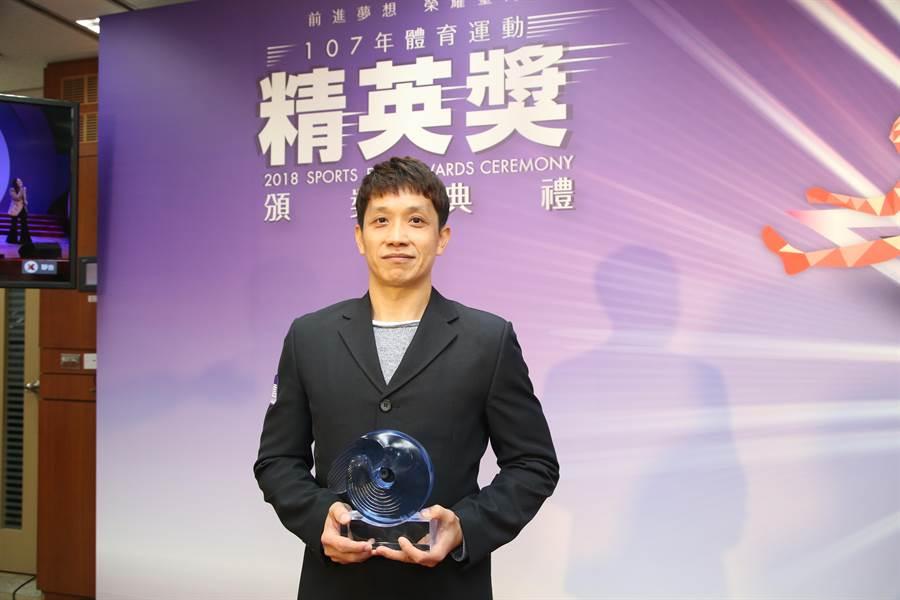體操鞍馬王子李智凱恩師林育信,獲選體育精英獎最佳教練獎。(李弘斌)