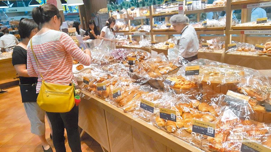 吳寶春麥方店內麵包均採套袋包裝。(本報系資料照片)
