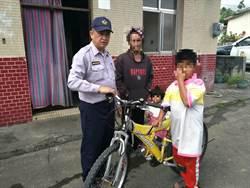 花蓮貧童騎單車探病父 體力不支坐路旁 遇警神救援