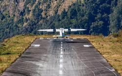 世界最危險機場! 跑道只有500公尺 起降失敗就墜崖