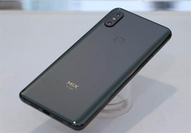 小米 MIX 3 手機。(圖/黃慧雯攝)