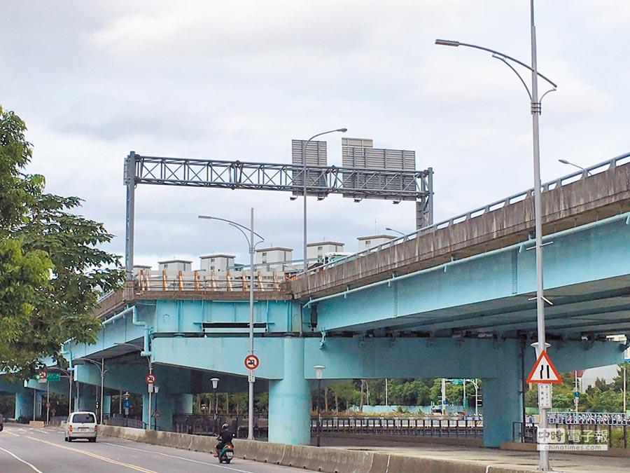 台65快速道路預留連接浮洲橋的南下出口匝道。(陳俊雄翻攝)