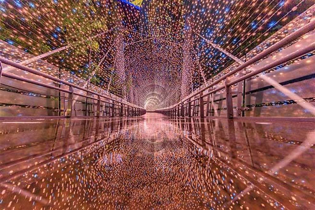 浪漫玫瑰金的「金澄星橋」,是今年的打卡熱點之一。