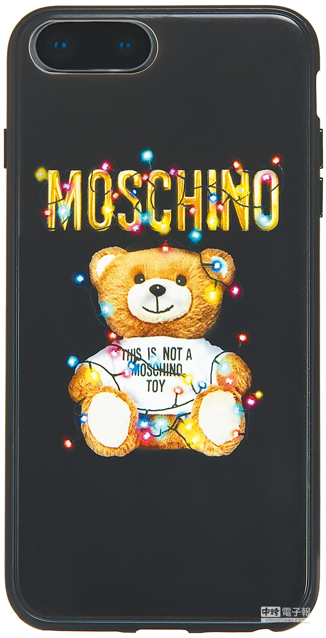 MOSCHINO Teddy Holiday系列iPhone 8 Plus手機殼,2900元。(MOSCHINO提供)