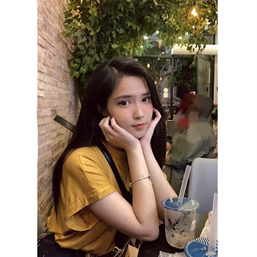 平時的她常常在FB分享自己的美照(圖/翻攝自FB/Đinh Triệu Đoan Nghi)