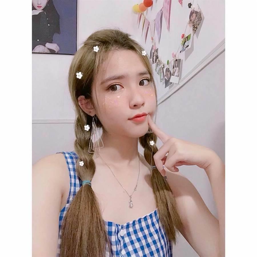 清純可愛的模樣也是她的魅力之一(圖/翻攝自FB/Đinh Triệu Đoan Nghi)