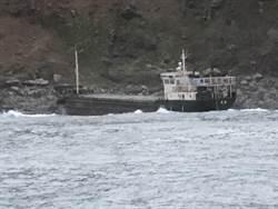 台籍「巨龍號」貨輪擱淺佳樂水外海   船上7人平安無礙