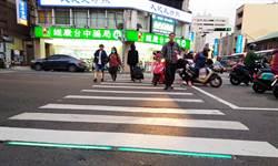 重視行人安全 台中首創夜間行人穿越線紅綠燈