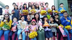 耶誕送暖義賣 韓國瑜妻李佳芬賣菜助農民