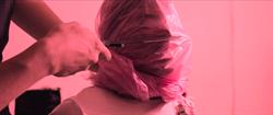 林哲熹新片遭塑膠袋套頭、懸吊空中 咬牙憋氣險窒息!
