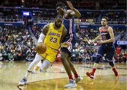 NBA》湖人被巫師狂電 比賽沒結束詹姆斯臉臭離場