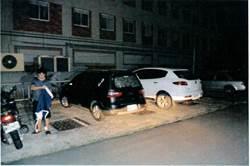 深夜遭敲破車窗  2敲窗怪客竟是殺人未遂嫌疑犯
