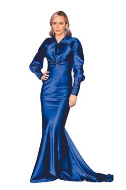 艾蜜莉高衣Q 靠訂製服秀魔法