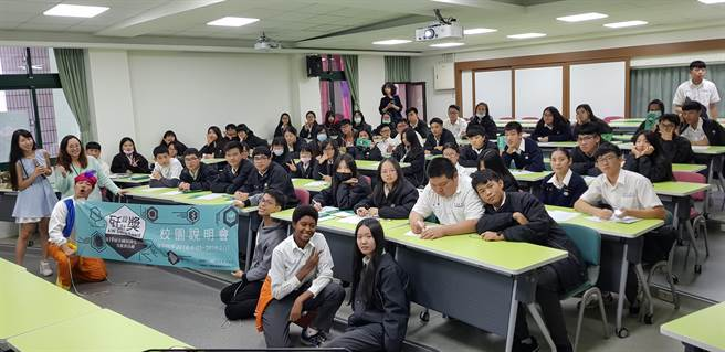 景文高中師生熱情參與「瓩設計獎」說明會。(戴有良攝)