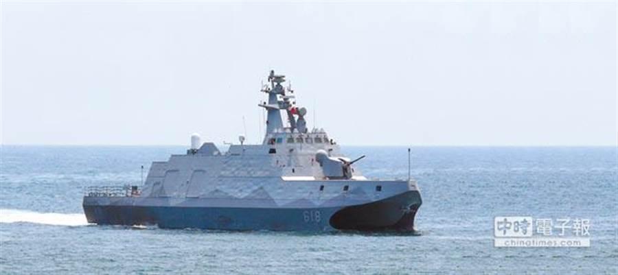 國防預算正在立法院審查,包括國艦國造的兩棲船塢運輸艦案及沱江艦案,以及F-16V戰機性能提升案,都有追加預算。圖為編號618的沱江軍艦。(本報資料照片)