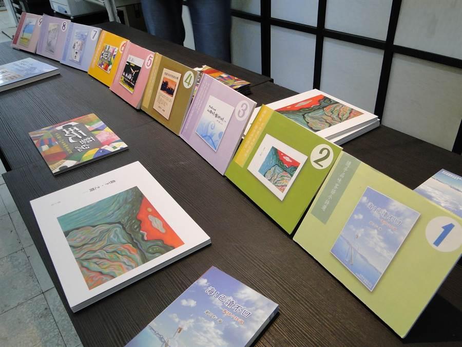花蓮縣文化局補助的藝文出版品,很快地被人免費索取一空。(范振和攝)