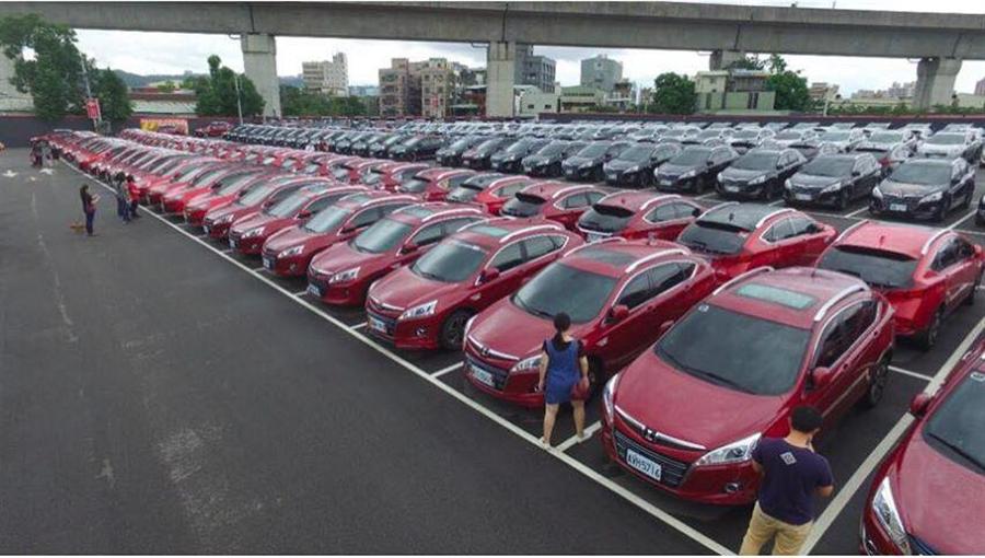 1300台Luxgen U6車聚,場面壯觀。(圖/Luxgen)