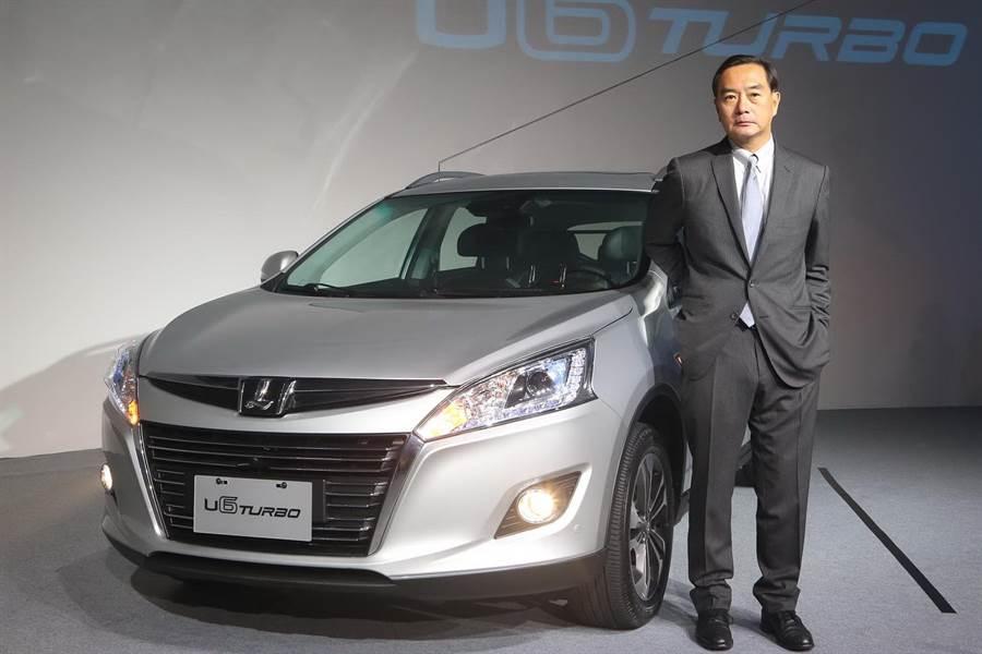 前裕隆集團董事長嚴凱泰與自主品牌納智捷車款。(本報資料照片)