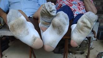 每天聞自己的臭襪子  大陸男士罹病住院