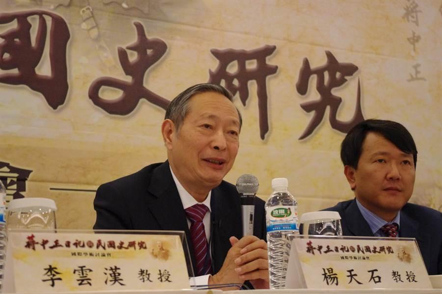 現年82歲、著有《找尋真實的蔣介石》的中國社科院楊天石教授(左),堪稱近年研究蔣介石的第一人。(資料照片/黃奕瀠 攝)