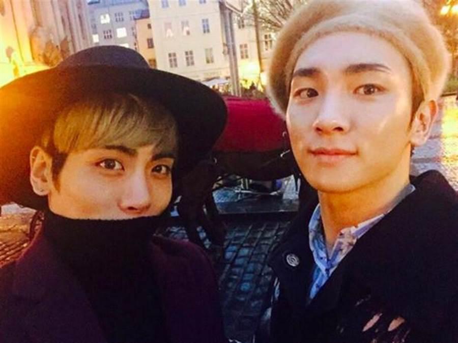 SHINee主唱鐘鉉(左)一年前輕生離世,好友兼團員Key在IG發文緬懷。(圖/翻攝自KEY IG)