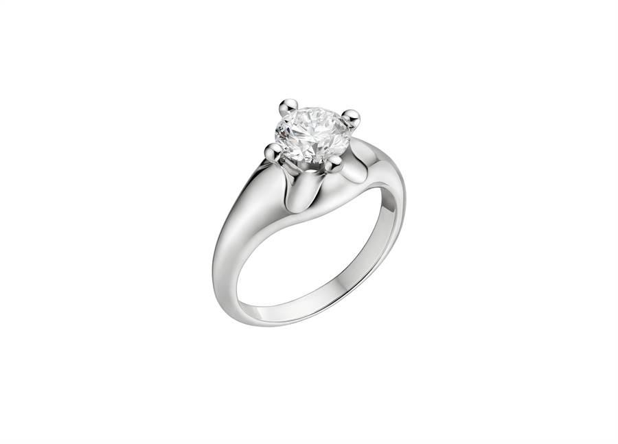 寶格麗Bridal  Corona 婚戒,鑲嵌1.5克拉主鑽,約200萬元。(BVLGARI提供)