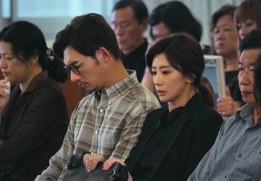 賈靜雯、溫昇豪劇中喪子。(公視)