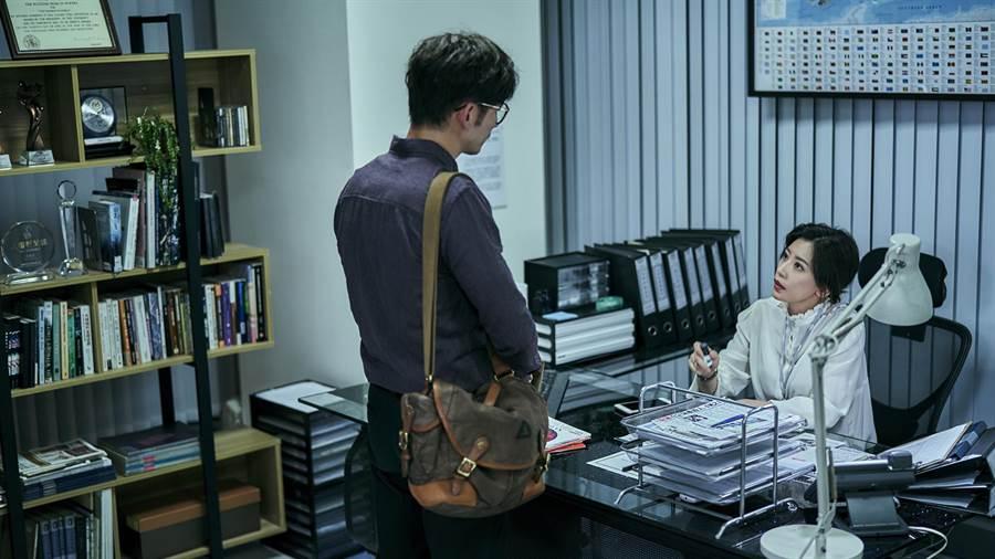 賈靜雯、溫昇豪飾演漸行漸遠的夫妻。(公視)