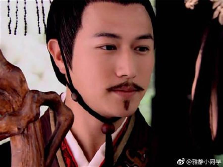 陳鍵鋒過去飾演漢文帝時曾被譽為「史上最帥皇帝」。(圖/翻攝自微博)