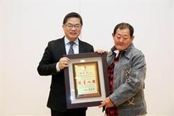 國寶級手繪電影看板畫師顏振發獲頒台南市卓越市民