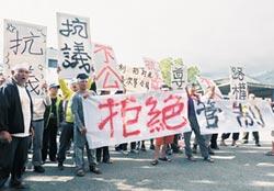 不滿南橫交管 利稻村民抗議