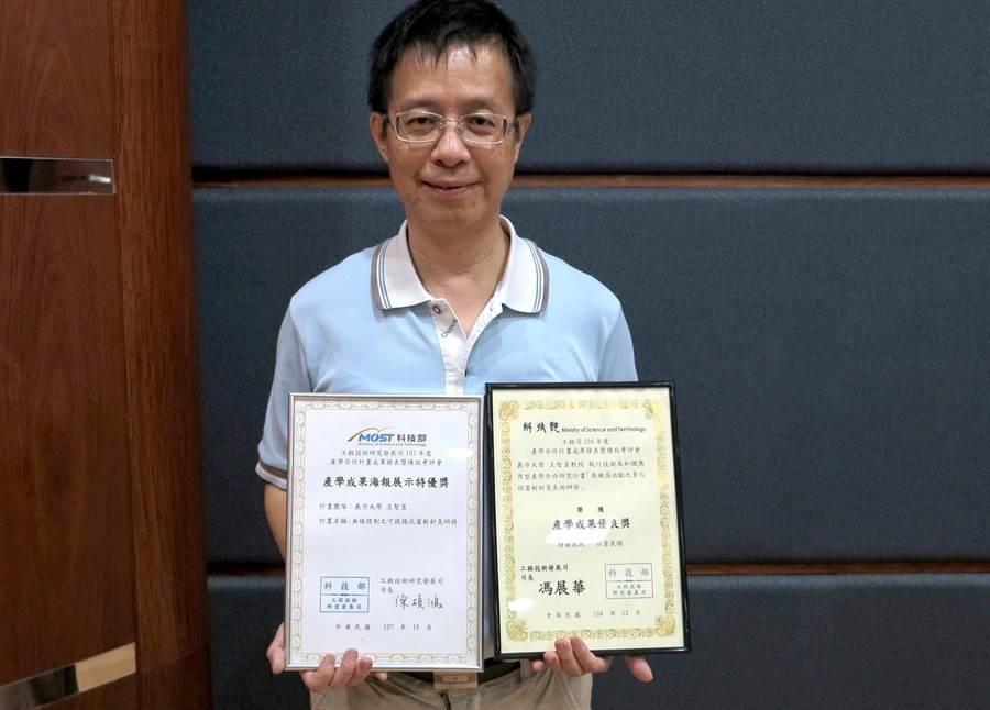 王智昱教授致力於中醫儀器的現代化,獲科技部產學特優獎。(林雅惠攝)