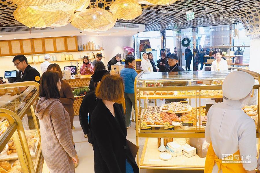 「吳寶春(麥方)店」上海店18日開幕,預計明年3月將在浦東陸家嘴開出上海第2家店。(記者吳泓勳攝)