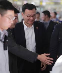 慈湖潑漆獨派青年機場抗議 周波取消受訪返滬