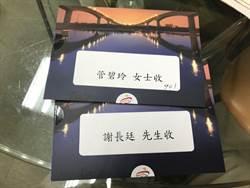韓國瑜幕僚送邀請函給花媽 內有藏頭詩是....
