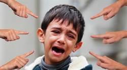國小男童遭霸凌脫衣褲 師竟笑著錄影「他假哭啦!」