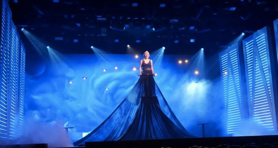 場場爆滿的華麗原創歌舞秀《奇幻旅程》,由世界級表演者搭配巨型LED螢幕、獨步全球的16台無人機等高科技設備,創造動感的視覺饗宴。圖:公主遊輪提供