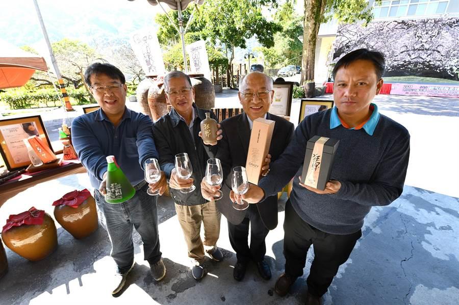 信義鄉梅子夢工廠發表典藏級名醇,戊戌裝瓶,「窖藏狂野」。(沈揮勝攝)(飲酒過量有礙健康)