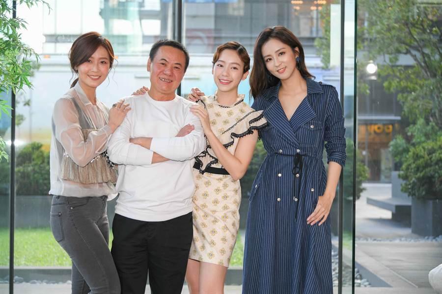 蔡振南劇中有三個漂亮女兒周曉涵、林昀希、陳天仁。(三立)