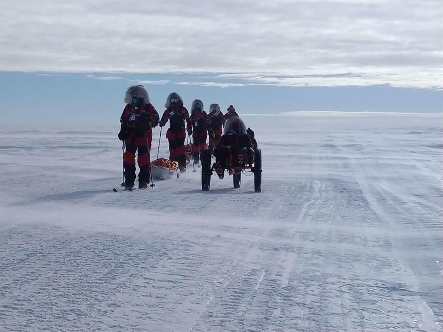 南極長征隊抵達南極點前100公里。(橘子關懷基金會)