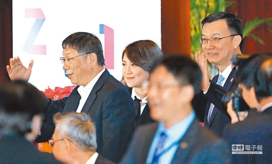 台北市長柯文哲(左)與上海市副市長周波(右)。(本報系記者張鎧乙攝)