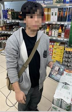 五金行警報聲大響 18歲男買蜜豆奶挾帶充電器