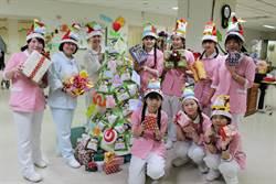豐原醫院求醫病平安 耶誕樹竟然掛這個