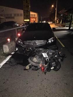 離奇車禍!賓士深夜撞無人機車 騎士早自撞飛落駁坎亡